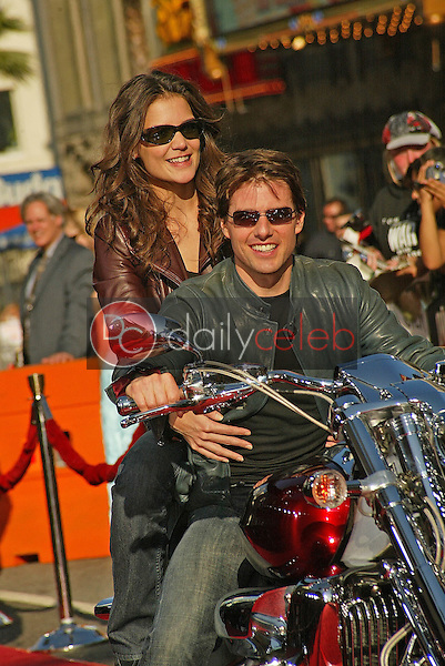 """Katie Holmes and Tom Cruise<br /> at the """"War of the Worlds"""" Los Angeles Premiere, Chinese Theater, Hollywood, CA 06-27-05<br /> David Edwards/DailyCeleb.Com 818-249-4998"""