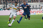 04.11.2018, Borussia Park , Moenchengladbach, GER, 1. FBL,  Borussia Moenchengladbach vs. Fortuna Duesseldorf,<br />  <br /> DFL regulations prohibit any use of photographs as image sequences and/or quasi-video<br /> <br /> im Bild / picture shows: <br /> Florian Neuhaus (Gladbach #32), im Zweikampf gegen  Robin Bormuth (Fortuna Duesseldorf #32),  <br /> <br /> Foto &copy; nordphoto / Meuter