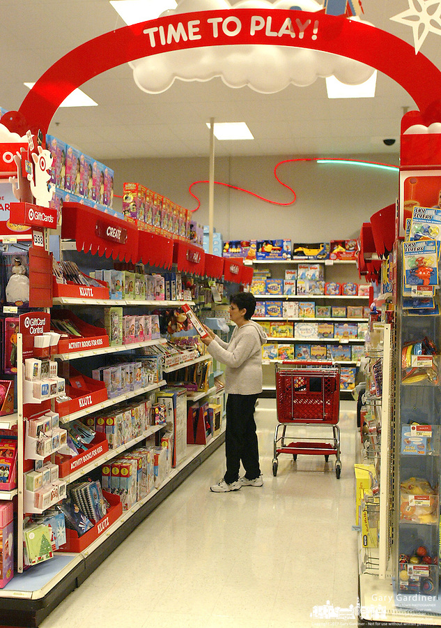 A customer shops in the toy section of a Target store Tuesday, Nov. 14, 2006 in Columbus, Ohio.<br />