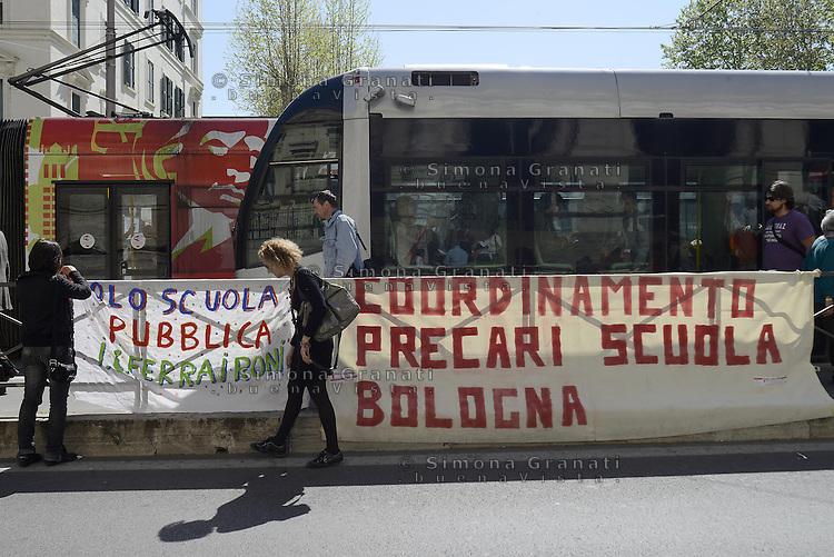 Roma, 11 Aprile 2014<br /> Presidio di protesta davanti al Ministero dell' Istruzione, universit&agrave; e ricerca di insegnati, e personale non docente.<br /> Contro la precariet&agrave; e per chiedere il reintegro di 8 miliardi di euro nei finanziamenti alla scuola pubblica.