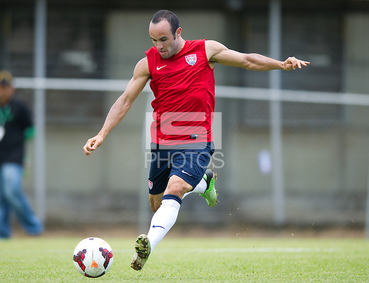 San Jose, Costa Rica - Wednesday, September 4, 2013: The USMNT trains in San Jose before it's WC Qualifying match with Costa Rica.