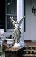 Famous writer Anne Rice home and statue in the Garden District, city of New Orleans, Louisiana, NOLA, USA
