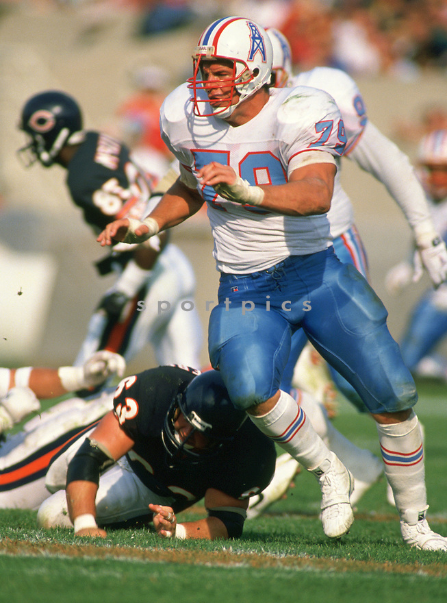 Houston Oilers Ray Childress (79) during a game from his 1989 season with the Houston Oilers. Ray Childress played for 12 years with 2 different teams and was a 5-time Pro Bowler.(SportPics)