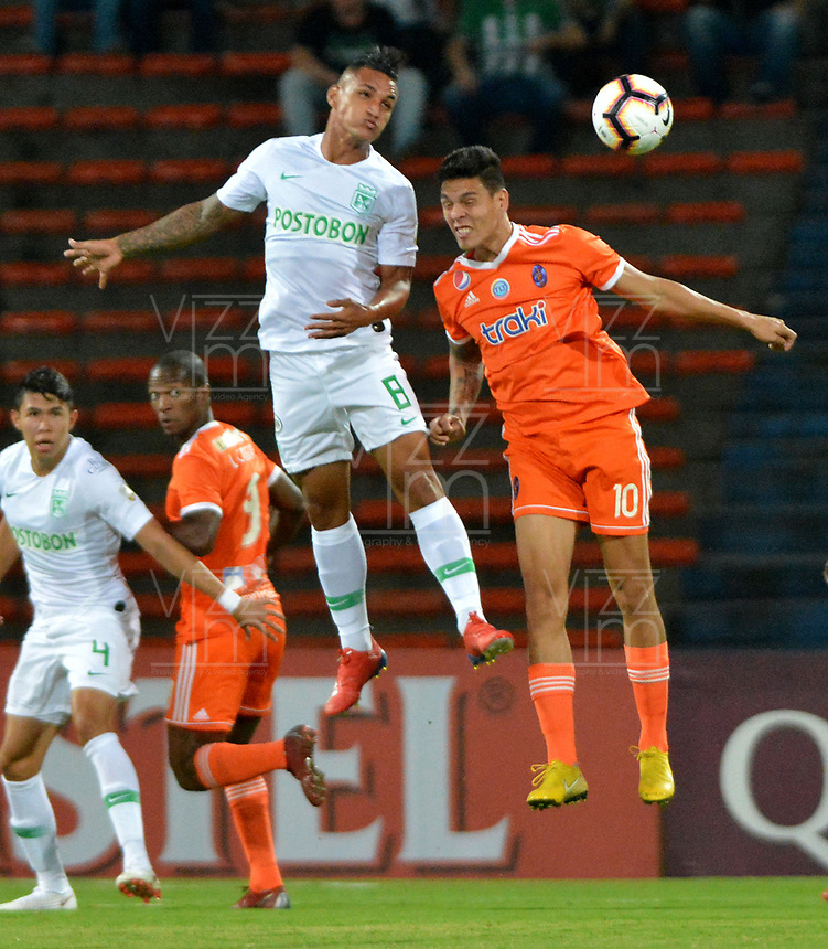 MEDELLÍN - COLOMBIA, 14-02-2019: Brayan Rovira de Atlético Nacional, disputa el balón con José Balza de Deportivo La Guaira, durante partido de la segunda fase, llave 6, entre Atlético Nacional (COL) y Deportivo La Guaira (VEN), por la Copa Conmebol Libertadores Bridgestone 2019, en el Estadio Atanasio Girardot, la ciudad de Medellín. / Brayan Rovira of Atletico Nacional, vies for the ball with Jose Balza of Deportivo La Guaira, during a match for the second stage, key 6, between Atletico Nacional (COL) and Deportivo La Guaira (VEN), for the Conmebol Libertadores Bridgestone Cup 2019, at the Atanasio Girardot, Stadium, in Medellin city. Photos: VizzorImage / León Monsalve / Cont.