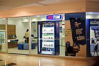 SAO PAULO,  18 DE JULHO DE 2012. PROIBIÇÃO DE VENDA DE CHIP. Loja da operadora de celulares TIM que foi proibida de vender novos chips. FOTO: ADRIANA SPACA. BRAZIL PHOTO PRESS