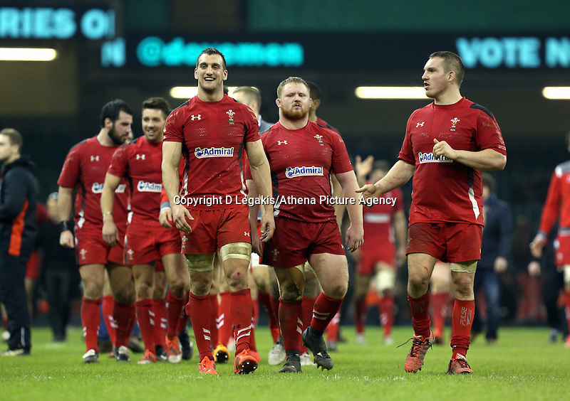 Pictured: Wales players led by (front L-R) team captain Sam Warburton, Samson Lee andGethin Jenkins, thank supporters after the final whistle Saturday 29 November 2014<br />