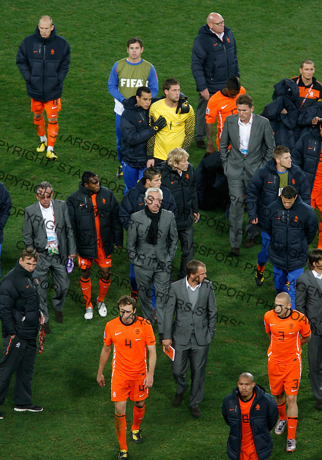 Netherlands national football team coach (middle) Bert Van Marwijk leaves the pitcj after loosing final game against Spain, Soccer, Football - 2010 FIFA World Cup - Johannesburg, South Africa, Sunday, July, 11, 2010. Final match, Netherlands vs Spain, Soccer City Stadium (credit & photo: Pedja Milosavljevic / +381 64 1260 959 / thepedja@gmail.com / STARSPORT )