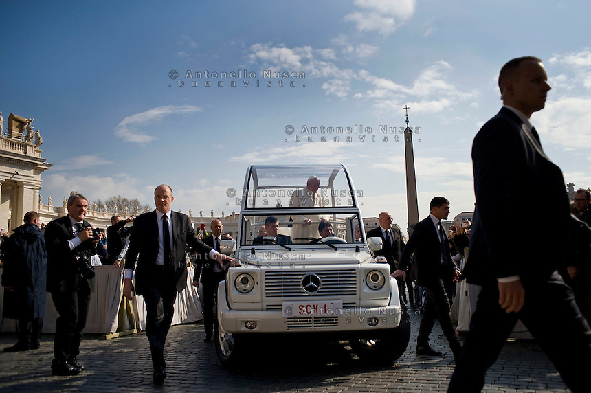 Vatican City, Vatican, March 16, 2016. <br /> Papa Francesco arriva in Piazza San Pietro per l'udienza generale.<br /> Pope Francis arrives at St. Peter's Square to hold his general audience.