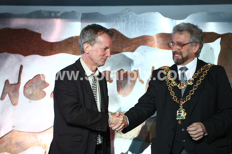 "**ALL ROUND PICTURES FROM SOLARPIX.COM**.**WORLDWIDE SYNDICATION RIGHTS**.comedian and presenter Frank Skinner being inducted into Birmingham's ""Walk of the Stars"" at Jongleurs Comedy club. The presentation was made by the Lord Mayor of Birmingham, Counsellor Michael Wilkes. Birmingham, UK. 1 August 2009..This pic: Frank Skinner and Michael Wilkes..JOB REF: 9664 NYA     DATE: 01_08_2009.**ALL ROUND EXCLUSIVE PICTURES FROM SOLARPIX.COM"