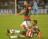 BARRANQUIILLA - COLOMBIA, 30-11-2017:Jesus Murillo  (Der) del Atlético Junior de Colombia disputa el balón con Diego (Izq) jugador de Flamengo de Brasil durante partido de vuelta por la semifinal 2 de la Copa CONMEBOL Sudamericana 2017  jugado en el estadio Metropolitano Roberto Meléndez de la ciudad de Barranquilla. / Jesus Murillo (R) player of Atlético Junior of Colombia struggles the ball with Diwgo (L) player of Flamengo of Brazil during second leg match for the semifinal 2 of the Copa CONMEBOL Sudamericana 2017played at Metropolitano Roberto Melendez stadium in Barranquilla city<br /> .  Photo: VizzorImage/ Alfonso Cervantes / Cont