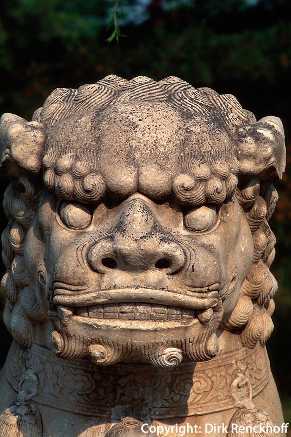 Löwe auf der Geisterallee, Minggräber (Ming Ling), Peking (Beijing), China, Unesco-Weltkulturerbe