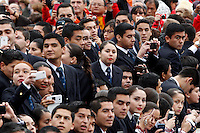 Fedeli cileni attendono l'arrivo di Papa Francesco all'udienza generale del mercoledi' in Piazza San Pietro, Citta' del Vaticano, 12 novembre 2014.<br /> Chilean pilgrims wait for the arrival of Pope Francis at his weekly general audience in St. Peter's Square at the Vatican, 12 November 2014.<br /> UPDATE IMAGES PRESS/Riccardo De Luca<br /> <br /> STRICTLY ONLY FOR EDITORIAL USE