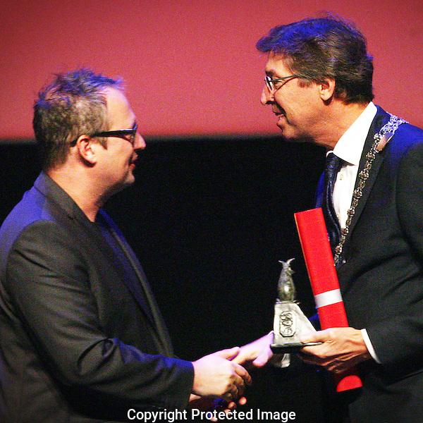 20120926 - Utrecht - Foto: Ramon Mangold - Nederlands Film festival, NFF 2012, Openingsavond, burgemeester van Utrecht, Aleid Wolfsen (R) overhandigd Jeroen S. Rozendaal (L) de filmprijs van de stad Utrecht.