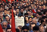 3 MAG 1993 Milano, Manifestazione a favore di Mani Pulite in occasione dell'assoluzione di Craxi<br />
