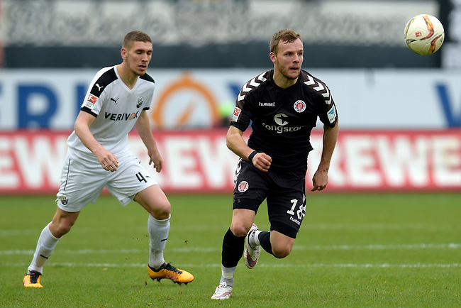 GER - Sandhausen, Germany, March 19: During the 2. Bundesliga soccer match between SV Sandhausen (white) and FC ST. Pauli (grey) on March 19, 2016 at Hardtwaldstadion in Sandhausen, Germany. (Photo by Dirk Markgraf / www.265-images.com) *** Local caption *** Lennart Thy #18 of FC St. Pauli