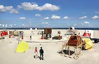Van 1 juni tot 1 september 2015 bivakkeert UrbanCampsite Amsterdam op  het Centrumeiland op IJburg.  Urban Campsite is een reizende camping waar kamperen en kunst samenkomen. Op Urban Campsite Amsterdam kun je overnachten in artistieke, bijzondere  mobiele objecten. Alle objecten zijn ingericht als hotelkamer