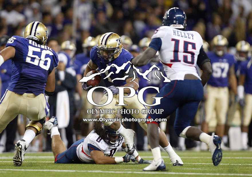 Oct 10, 2009:  Washington running back #1 Chris Polk cuts up field after breaking the tackle of Arizona's #8 Vuna Tuihalamaka.  Washington defeated Arizona 36-33 at Husky Stadium in Seattle, Washington..