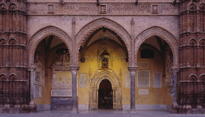 Palermo, the cathedral, detail of the prospect.<br /> Cattedrale di Palermo, prospetto, dettaglio.
