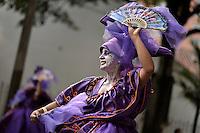BOGOTÁ-COLOMBIA-12-03-2016. El desfile inaugural del XV Festival Iberoamericano de Teatro llenó las calles del centro de Bogota con 26 comparsas nacionales, 1000 artistas, una batucada y México como invitado de honor. Este es el festival de teatro más grande del mundo y se lleva a cabo en Bogotá entre el 11 y el 27 de marzo de 2016. / The inaugural parade of the XV Ibero-American Theater Festival filled the streets of Bogota with 26 domestic troupes, artists 1000, batucada and Mexico as guest of honor. This is the world's largest theater festival and is held in Bogota between 11 and 27 March 2016.  Photo: VizzorImage/ Gabriel Aponte /Staff