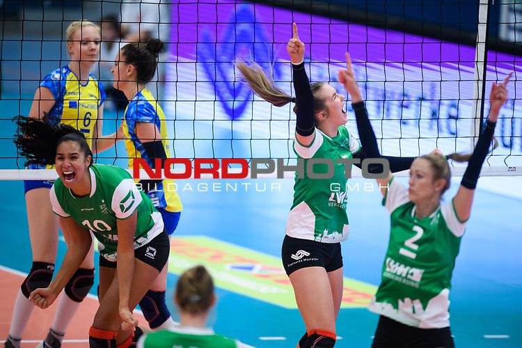 24.11.2018, Halle Berg Fidel, Muenster<br />Volleyball, DVV-Pokal Frauen, Viertelfinale, USC MŸnster / Muenster vs. SSC Palmberg Schwerin<br /><br />Jubel Kazmiere Telonna Brown (#10 Muenster), Liza Kastrup (#5 Muenster), Mareike Hindriksen (#2 Muenster)<br /><br />  Foto &copy; nordphoto / Kurth
