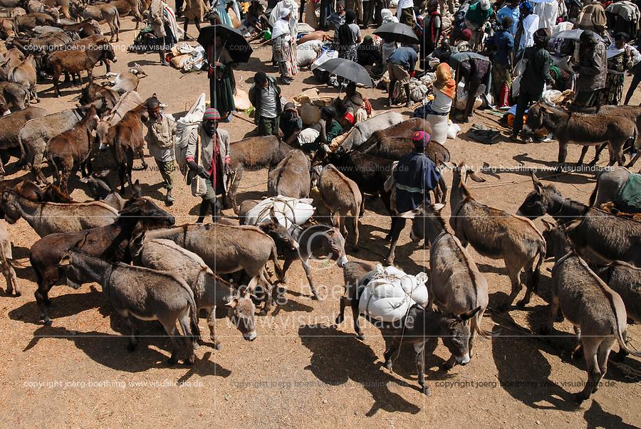 ETHIOPIA Lalibela, market, people from the villages come by donkey and buy food stuff / AETHIOPIEN Lalibela, Markt, Menschen kommen mit Eseln aus den Doerfern kaufen hier Nahrungsmittel ein