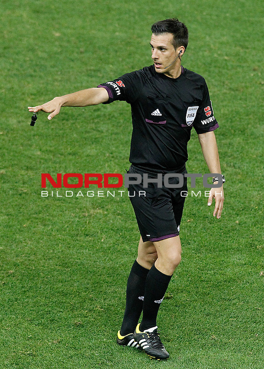 Spanish referee Javier Estrada Fernandez during La Liga match.September 24,2013. Foto © nph / Acero)