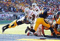 Ohio State Buckeyes running back Jordan Hall (2) rushes for a touchdown in the second quarter of the NCAA football game at Memorial Stadium in Berkeley, California,  Saturday afternoon, September 14, 2013. As of half time the Ohio State Buckeyes led the California Golden Bears 31 - 20. (The Columbus Dispatch / Eamon Queeney)