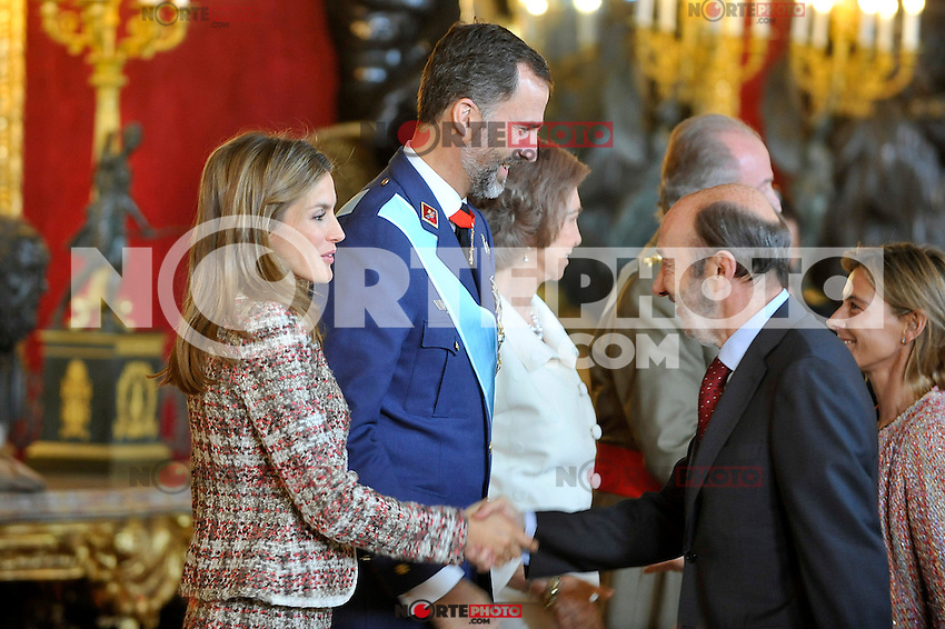 Princess Letizia of Spain, Prince Felipe of Spain, Queen Sofia of Spain   and the Secretary General of the Socialist Party (PSOE) Alfredo Perez Rubalcaba attend the Royal Palace reception on the National Military Parade.October 12,2012.(ALTERPHOTOS/Pool) /NortePhotoAgency