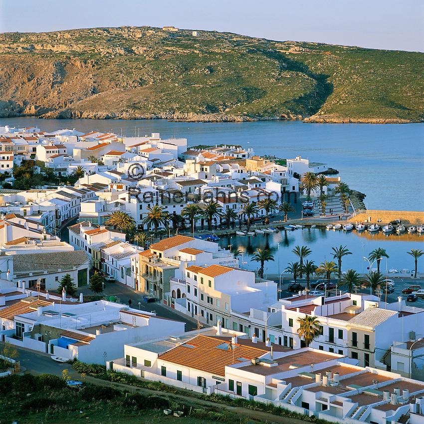 Spain, Balearic Islands, Menorca, Fornells: Town and Bay in the North | Spanien, Balearen, Menorca, Fornells: Stadt an der Bucht von Fornells im Norden