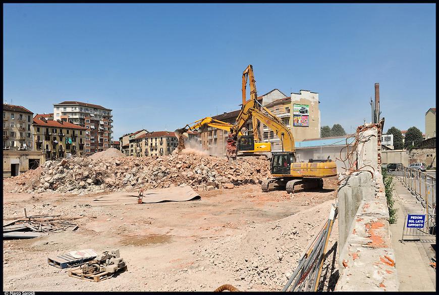 Lavori di avanzamento cantiere per la costruzione del centro direzionale Lavazza tra corso Palermo e via Bologna.