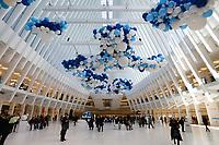 NEW YORK, NY, 22.03.2017 - DIA-AGUA - Balões azuis e brancos são vistos em celebração ao Dia Mundial da Agua no Oculus da estaçao World Trade Center na Ilha de Manhattan na cidade de New York nos Estados Unidos nesta quarta-feira, 22. (Foto: Vanessa Carvalho/Brazil Photo Press)