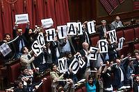 Protesta del Movimento 5 Stelle. i Deputati si incatenano durante le dichiarazioni di voto ed espongono cartelli con scritto Schiavi Moderni<br /> Roma 24-04-2014 Camera. Voto di fiducia sul Decreto DL Lavoro.<br /> Trust vote on job laws<br /> Photo Samantha Zucchi Insidefoto