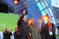 SCHAATSEN: AMSTERDAM: Olympisch Stadion, 28-02-2014, KPN NK Sprint/Allround, Coolste Baan van Nederland, opening door Rintje Ritsma, Humberto Tan (presentator), ©foto Martin de Jong