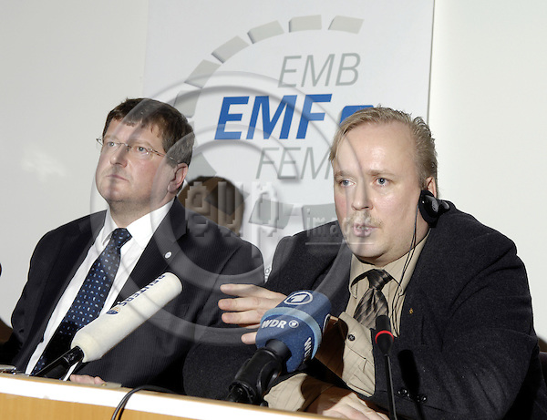 Brussels-Belgium - 30 January 2008---Press conference by EMF (European Metalworkers' Federation; Europaeischer Metallgewerkschaftsbund, EMB) after a coordination meeting on NOKIA; here, Peter SCHERRER (le), EMF General Secretary with Mika PAUKKERI (ri), chairman of NOKIA European works council---Photo: Horst Wagner / eup-images