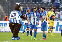 Mascot Herthinho, Marvin Plattenhardt, Mathew Leckie, goalkeeper Rune Jarstein <br /> Football / DFL 1. Bundesliga  /  2017/2018 / 14.10.2017 / Hertha BSC Berlin vs. FC Schalke 04  *** Local Caption *** © pixathlon<br /> Contact: +49-40-22 63 02 60 , info@pixathlon.de