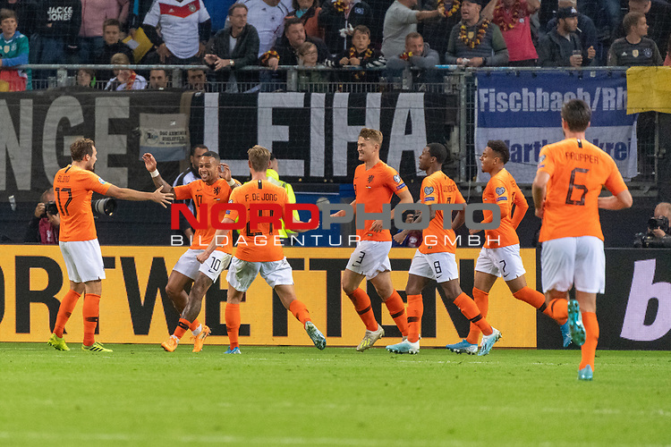 06.09.2019, Volksparkstadion, HAMBURG, GER, EMQ, Deutschland (GER) vs Niederlande (NED)<br /> <br /> DFB REGULATIONS PROHIBIT ANY USE OF PHOTOGRAPHS AS IMAGE SEQUENCES AND/OR QUASI-VIDEO.<br /> <br /> im Bild / picture shows<br /> <br /> Jubel Niederlande nach dem 1:2 durch Ryan BABEL (Niederlande / NED #09) <br /> <br /> während EM Qualifikations-Spiel Deutschland gegen Niederlande  in Hamburg am 07.09.2019, <br /> <br /> Foto © nordphoto / Kokenge