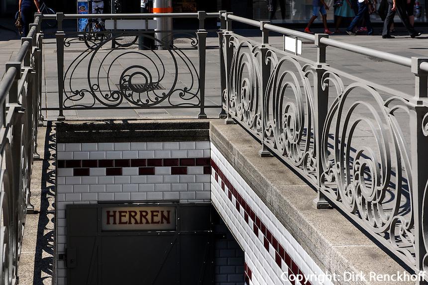Jugendstil-Toiletten in Einkaufstra&szlig;e Graben, Wien, &Ouml;sterreich, UNESCO-Weltkulturerbe<br /> Art Nouveau Toilet at shoppingstreet Graben, Vienna, Austria, world heritage