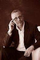 Moha mmed Moulessehoul, meglio noto con lo pseudonimo femminile di Yasmina Khadra, è uno scrittore algerino. Yasmina Khadra, de son vrai nom Mohamed Moulessehoul, est un écrivain algérien né à Kenadsa dans le Sahara algérien le 10 janvier 1955 d'une mère ... Torino Salone del Libro 2016. © Leonardo Cendamo
