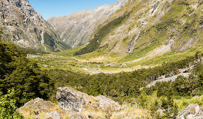 Milford Road through glacial valley of Darran Mountains, Fiordland National Park, UNESCO World Heritage Area, Southland, New Zealand, NZ