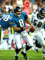 Jacksonville Jaguars quarterback Mark Brunell in action during the 2001 NFL pro football season. (Photo by Brian Cleary/ www.bcpix.com)