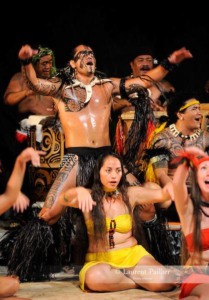 Danseurs polynésiens....Lieu : Tahiti..Le : 10/2009..© Laurent PAILLIER / photosdedanse.com..All rights reserved