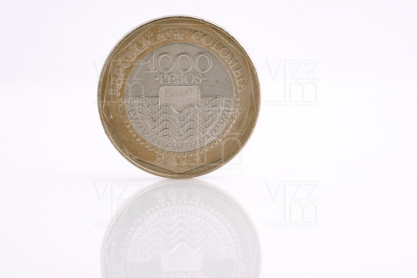Monedas Colombianas. Colombian Coins. Photo: VizzorImage/ Gabriel Aponte / Staff