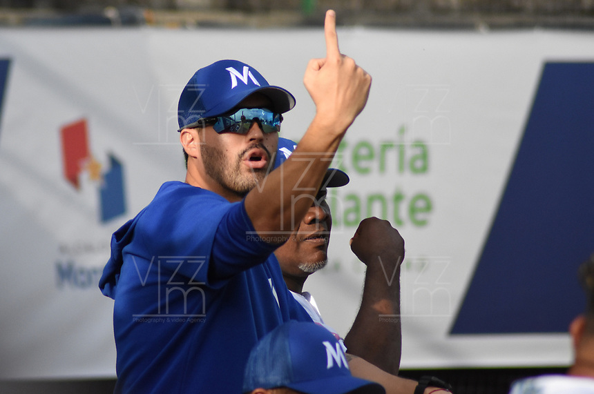 MONTERIA - COLOMBIA, 12-11-2019: Ozney Guillen técnico de Vaqueros gesticula durante el partido 4 de la serie 1 de la Liga Profesional de Béisbol Colombiano temporada 2019-2020 entre Vaqueros de Montería y Gigantes de Barranquilla jugado en el estadio estadio Dieciocho de Junio de la ciudad de Montería. / Ozney Guillen coach of Vaqueros gestures during match 4 series 1 as part Colombian Baseball Professional League season 2019-2020 between Vaqueros de Monteria and Gigantes de Barranquilla played at Baseball Stadium on June 18 in Monteria city. Photo: VizzorImage / Andres Felipe Lopez / Cont