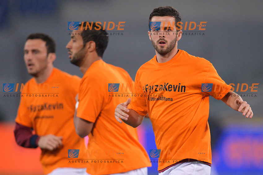 Miralem Pjanic indossa una maglietta per Kevin Strootman infortunato. As Roma player Miralem Pjanic wears a shirt for his injured teammate Kevin Strootman <br /> Roma 17-03-2014 Stadio Olimpico - Football Calcio 2013/2014 Campionato italiano Serie A AS Roma - Udinese Foto Andrea Staccioli / Insidefoto