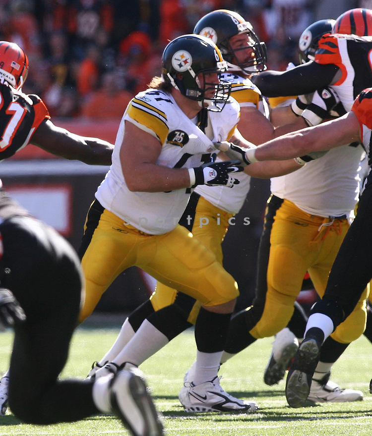 SEAN MAHAN, of the Pittsburgh Steelers, in action during the Steelers games against the Cincinnati Bengals, in Cincinnati, Ohio on October 28, 2007.  ..The Steeler won the game 24-13...COPYRIGHT / SPORTPICS..........