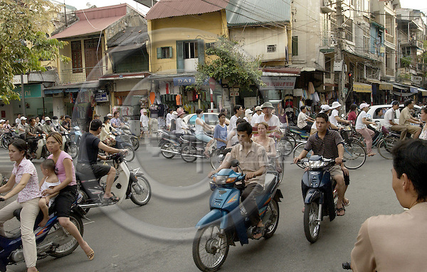 Hanoi-Vietnam, Ha Noi - Viet Nam - 21 July 2005---Two-wheel traffic in the Old Quarter ---tourism, traffic, transport---Photo: Horst Wagner/eup-images