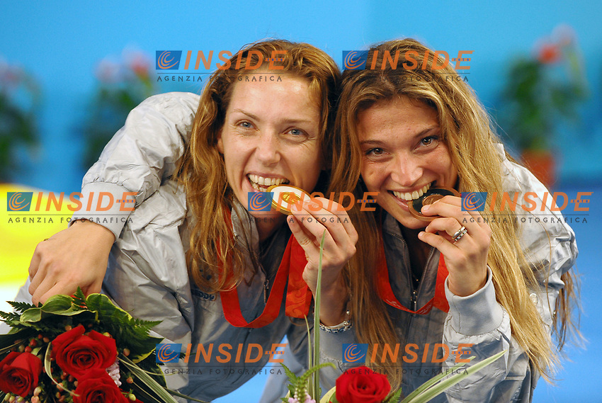 Maria Valentina Vezzali e Margherita Granbassi mordono le medaglie d'oro e di bronzo vinte nel fioretto.<br /> Fencing hall - Scherma<br /> Pechino - Beijing 11/8/2008 Olimpiadi 2008 Olympic Games<br /> Foto Andrea Staccioli Insidefoto