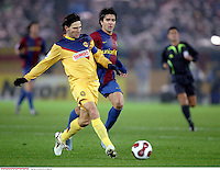 SOCCER/FUTBOL.FIFA CLUB WORLD CUP JAPAN 2006.MEXSPORT DIGITAL IMAGE.14 December 2006: Action photo of Duilio Davino of America (L) and a defender of Barcelona (R), during game of the FIFA Club World Cup Japan 2006 held at the International Stadium of Yokohama, Japan./Foto de accion de Duilio Davino de America (I) y un defensor del Barcelona (D), durante juego del Mundial de Clubes FIFA Japon 2006 celebrado en el International Stadium de Yokohama, Japon. MEXSPORT/AFLO