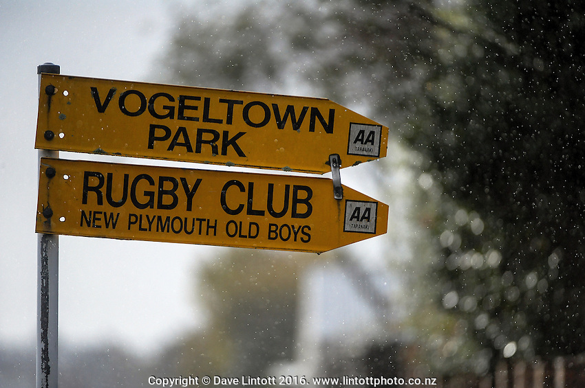 Action from the Taranaki club rugby premiers match between NPOB and Spotswood United at Vogeltown Park, New Plymouth, New Zealand on Saturday, 21 May 2016. Photo: Dave Lintott / lintottphoto.co.nz