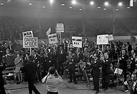 Sujet : Fondation du Parti québécois au Petit Colisée de Québec<br /> Date : 14 octobre 1968<br /> <br /> <br /> Photographe : Photo Moderne<br /> - agence Quebec Presse